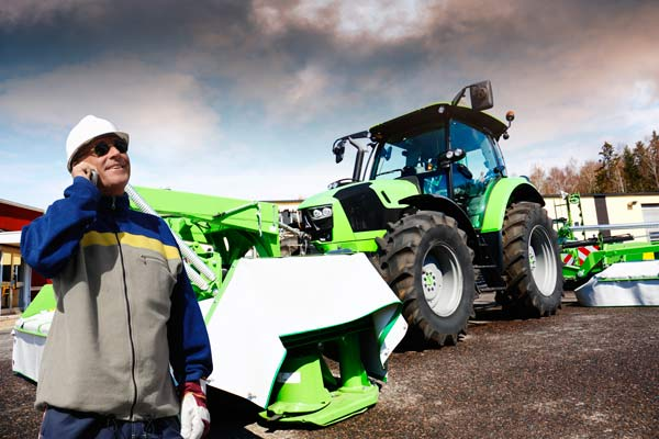 mechanic-with-farming-tractor-600x400